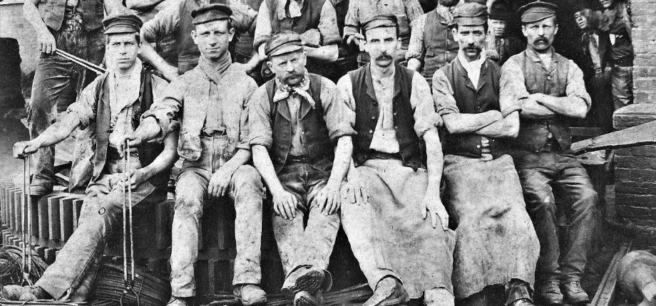 Wire workers from Cwmbran (Courtesy of Torfaen Museum Trust)